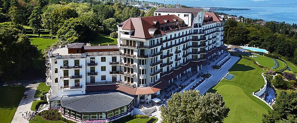 hotel royal evian resort verychic ventes priv es d 39 h tels extraordinaires. Black Bedroom Furniture Sets. Home Design Ideas